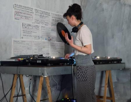 shiva_feshareki_turntables_vinyl_daphne-oram